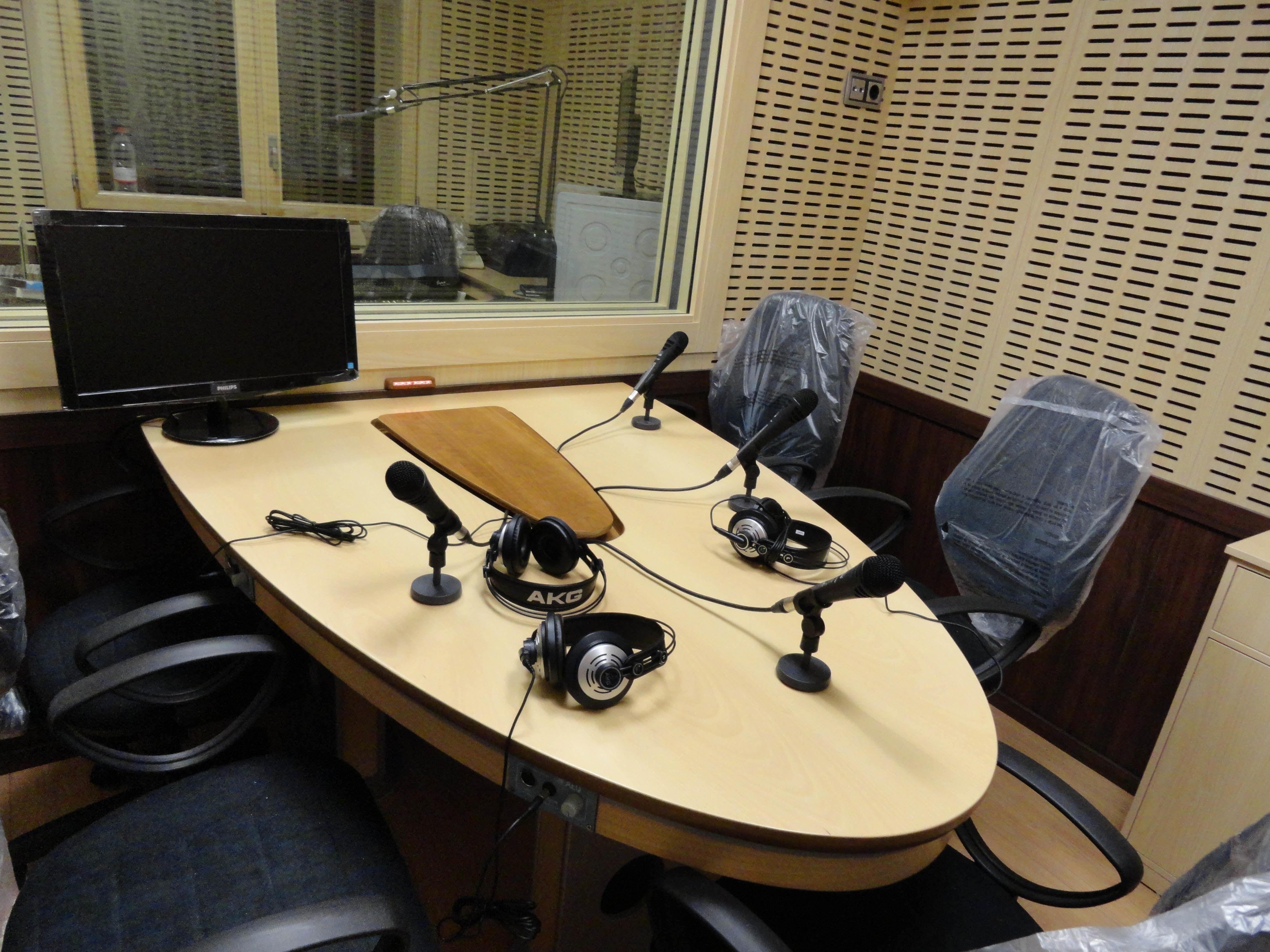 Especialistas en insonorización y mobiliario para estudios radio y tv